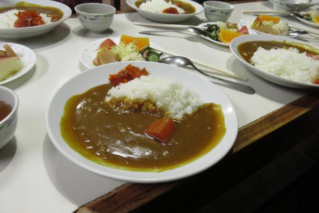 尊仏山荘の夕食_カレーライス