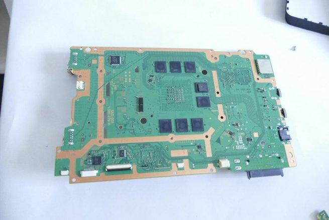 in-comparatif-hardware-ps4-vs-ps4-slim-1.jpg
