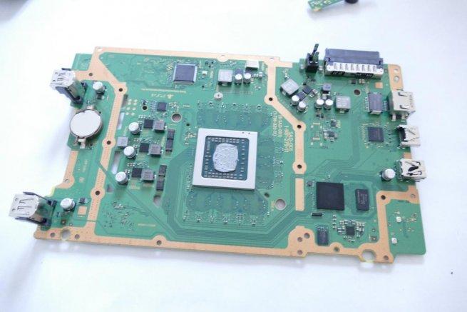 in-comparatif-hardware-ps4-vs-ps4-slim-2.jpg