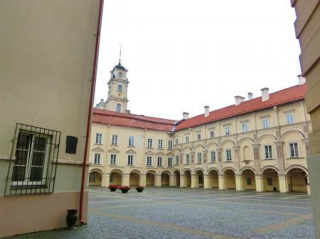 聖ヨハネ教会の鐘楼とヴィリニュス大学1