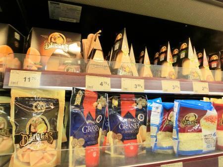 ビリニュスのスーパーマーケットのチーズ1