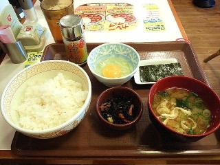 160415_3884すき家「たまごかけごはん朝食」220円VGA