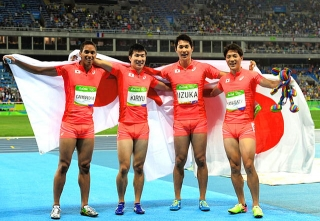 160820・リオ五輪男子400mリレー決勝で銀メダルの日本チーム AS20160820000986_comm 640x441