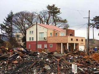 161229糸魚川大火で火災を免れた「ミタキハウス」施工の家 BBxG2yg VGA