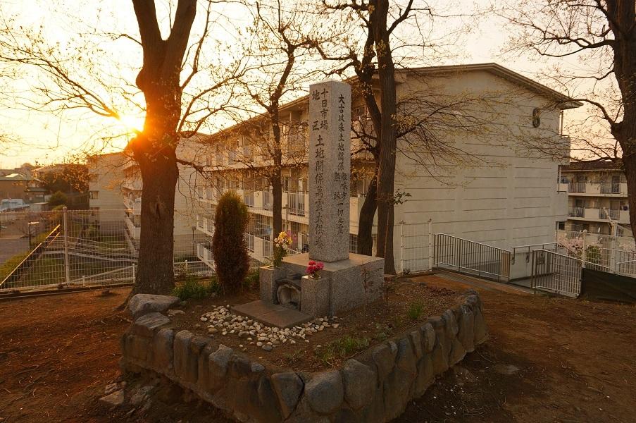 05 餅塚上の碑