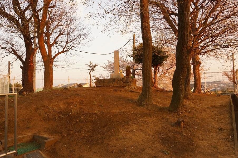 03 餅塚上の碑