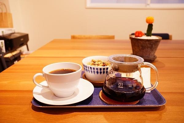 【ROUND POINT CAFE】コーヒーとグラノーラ