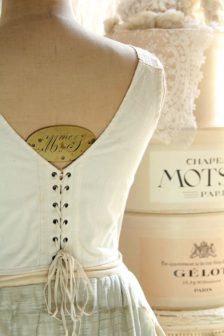 antique_corset6834.jpg