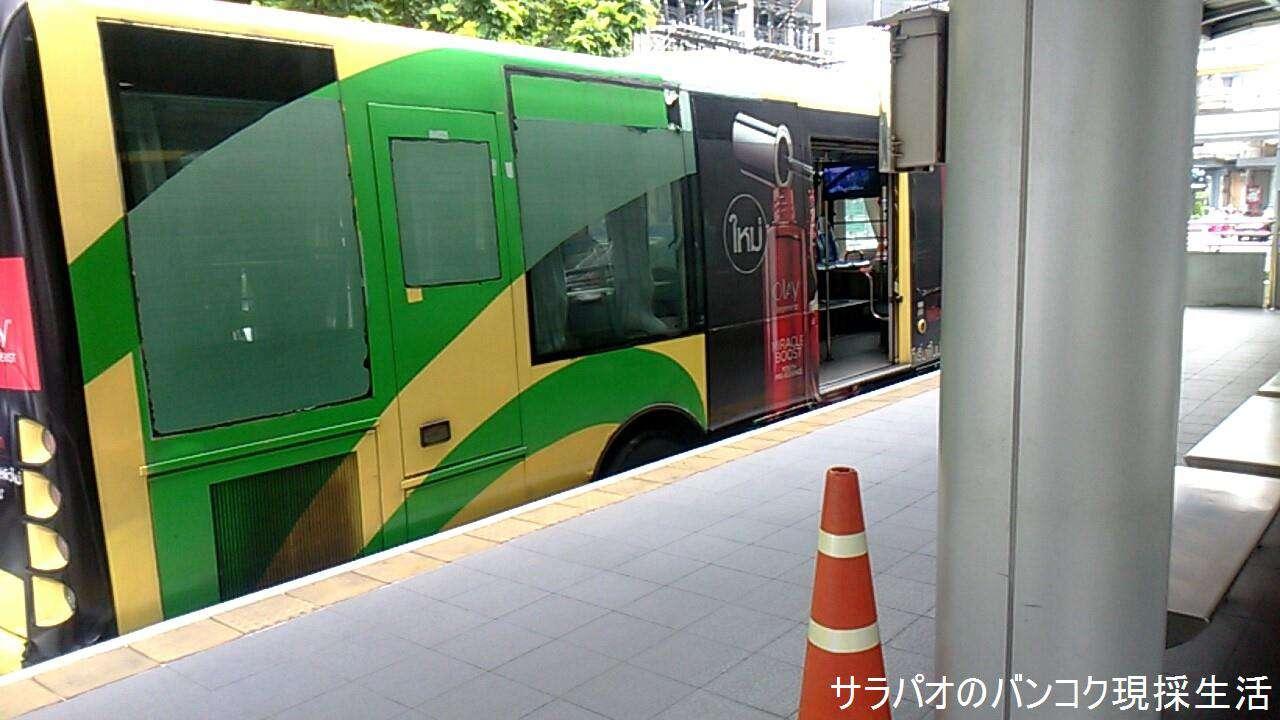 専用道路を走るバス BRT(高速交通システム)はまるで高架鉄道のBTS
