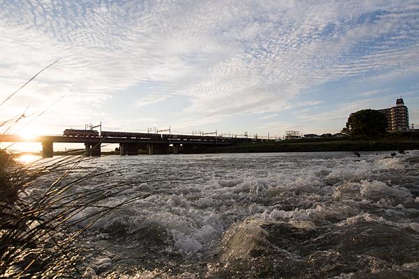 橋を渡る貨物列車