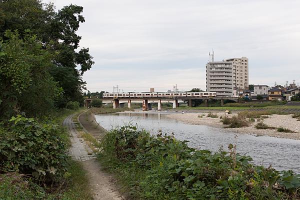 庄内川橋梁を行く中央線