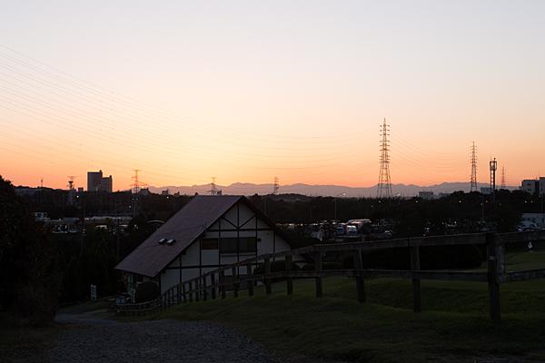 愛知牧場に日は暮れる