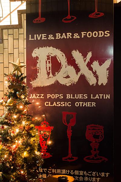DOXY看板とクリスマスツリー
