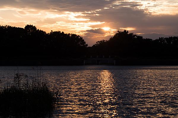 緑ヶ池に日が暮れる
