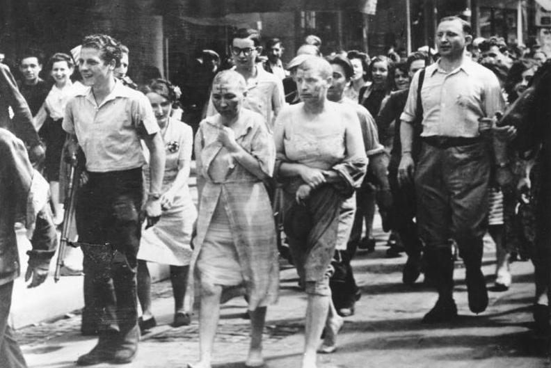 連合軍によって制圧されたパリではドイツ人と親密であった女性たちは頭を刈られ服を引き裂かれて引き回された
