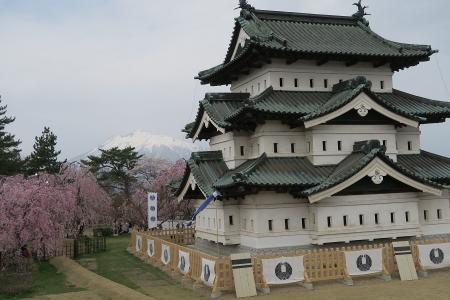 お城と岩木山