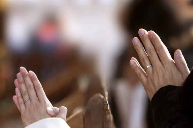 神社で拍手を打つ、そもそもの意味は?