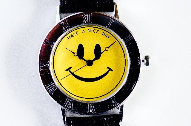 時計のディスプレイは、何故10時10分?