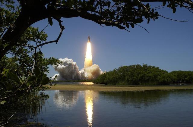 ロケットは、作用反作用の法則で飛んでいた?