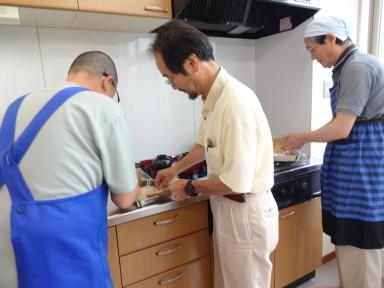 男性陣もしっかりと料理に挑戦