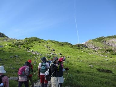 夏休みに入った立山は多くの登山客が