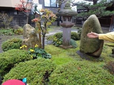 蛤坂の由来を聞きながら成学寺で芭蕉句碑