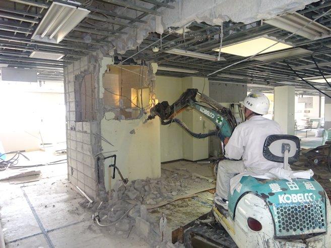 某施設改修工事(解体・撤去) 壁撤去中 3
