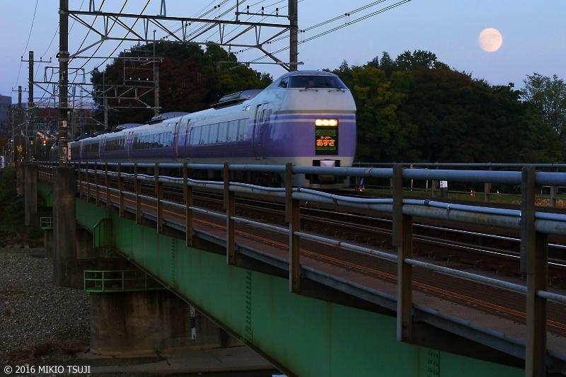 絶景探しの旅 – 0036 スーパームーン とスーパーあずさ (東京都 八王子市)