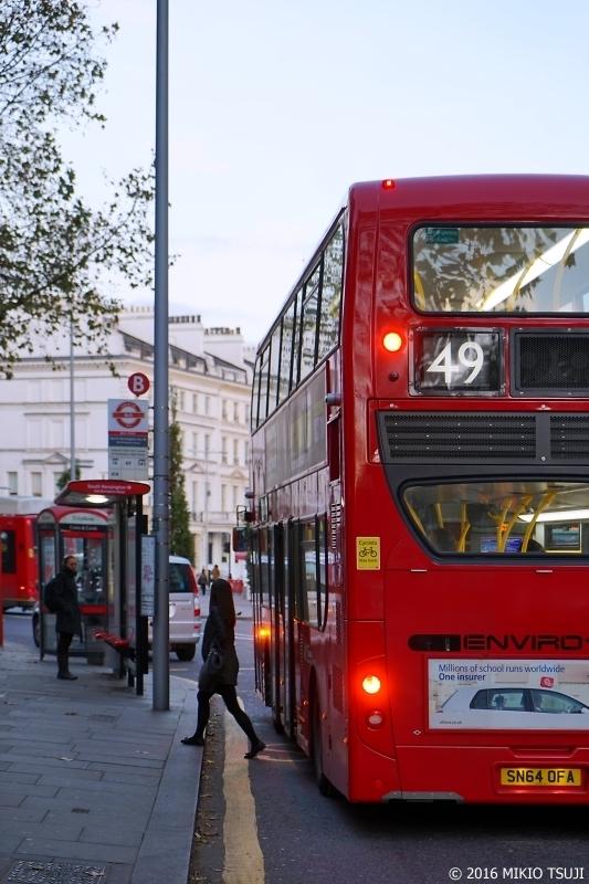 0078 ロンドン2階建てバス (サウス・ケンジントン駅前)